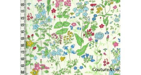 Tissu Liberty Field Flowers vert dans Batistes Tana Lawn par Couture et Cie