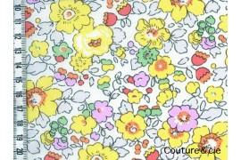 Tissu Liberty Betsy jaune dans Batistes Tana Lawn par Couture et Cie