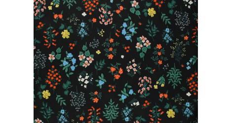 Tissu Rifle Paper Strawberry Fields noir petites fleurs, x10cm dans COTTON + STEEL par Couture et Cie