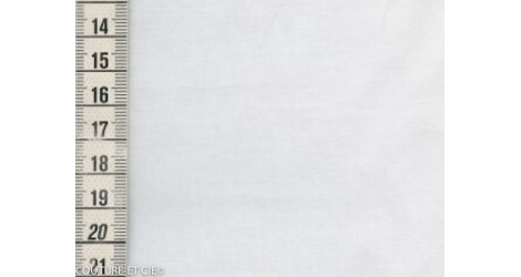 Batiste de Lawn porcelaine x10cm dans Tissus unis par Couture et Cie