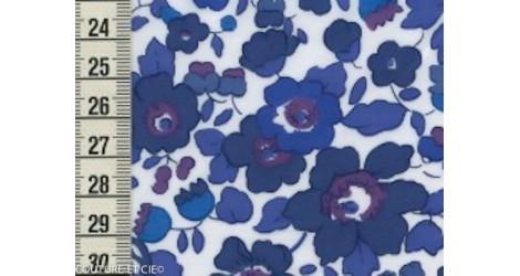 Liberty Betsy bleu lavande x10cm dans Tissus LIBERTY OF LONDON par Couture et Cie